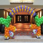 clown balloon arch